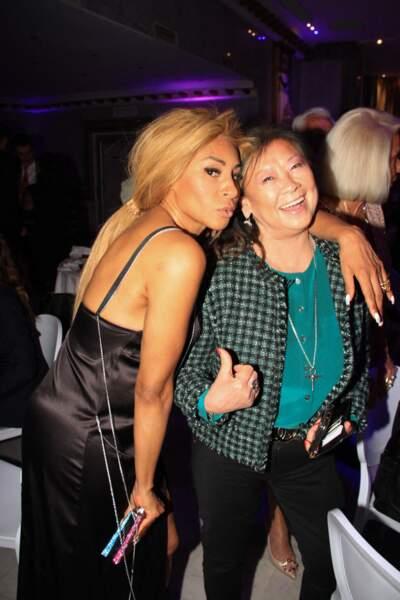 Mia Frye, complice, avec Jeanne d'Hauteserre, maire du 8ème arrondissement de Paris, à la soirée organisée par Massimo Gargia, ce 30 juin 2021, à Paris.