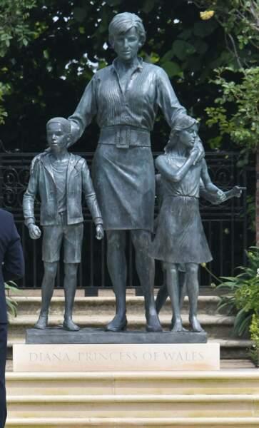 La statue de la princesse Diana dans les jardins de Kensington Palace à Londres, le 1er juillet 2021.