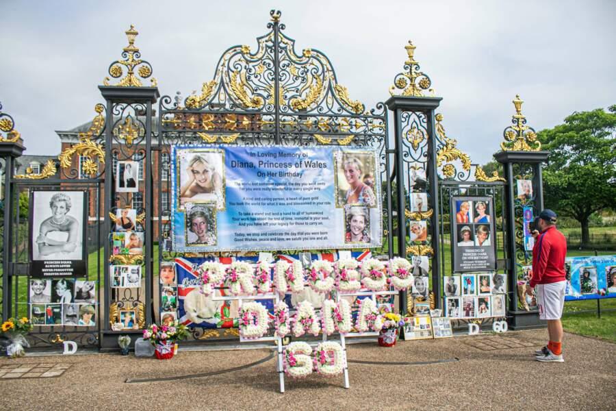 Les jardins de Kensington décorés pour l'inauguration de la statue de Diana, ce 1er juillet 2021.