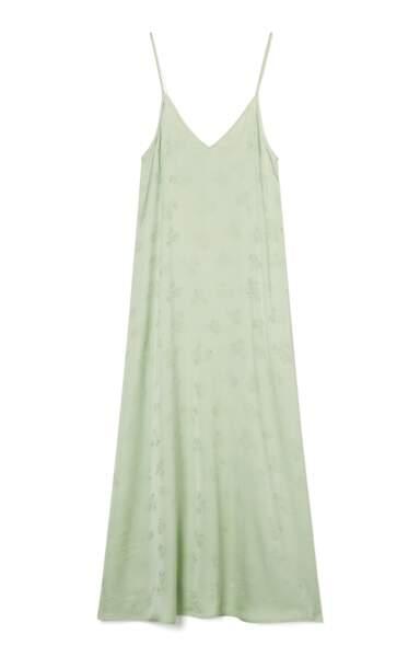 Robe longue col v à fines bretelles satinée vert, 130€, American Vintage