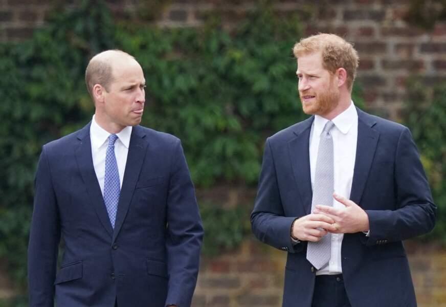 Harry et William retrouvent leur complicité pour l'inauguration de la statue à l'effigie de leur mère, ce 1er juillet 2021.