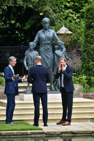 Le duc de Sussex et le duc de Cambridge sont-ils ravis du résultat ? Devant les photographes présents ce 1er juillet, ils affichent un sourire.