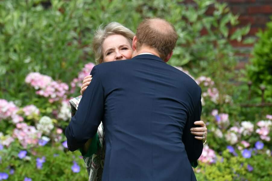 Harry enlace Julia Samuel, le 1er juillet 2021.