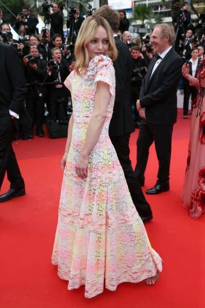 Vanessa Paradis en 2016 : l'actrice porte une robe longue en dentelle dos nu