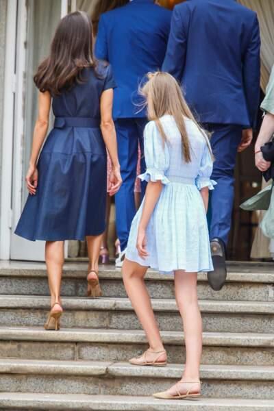 Le sens du style est une affaire mère/fille comme le démontrent la reine Letizia d'Espagne et sa fille la princesse Sofia, le 1er juillet 2021
