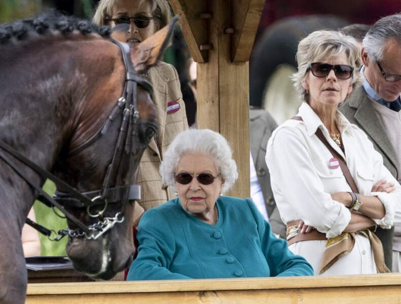 La reine Elizabeth II et Lady Penny aux premières loges pour assister à la première journée du Royal Windsor Horse Show à Windsor le 1er juillet 2021.