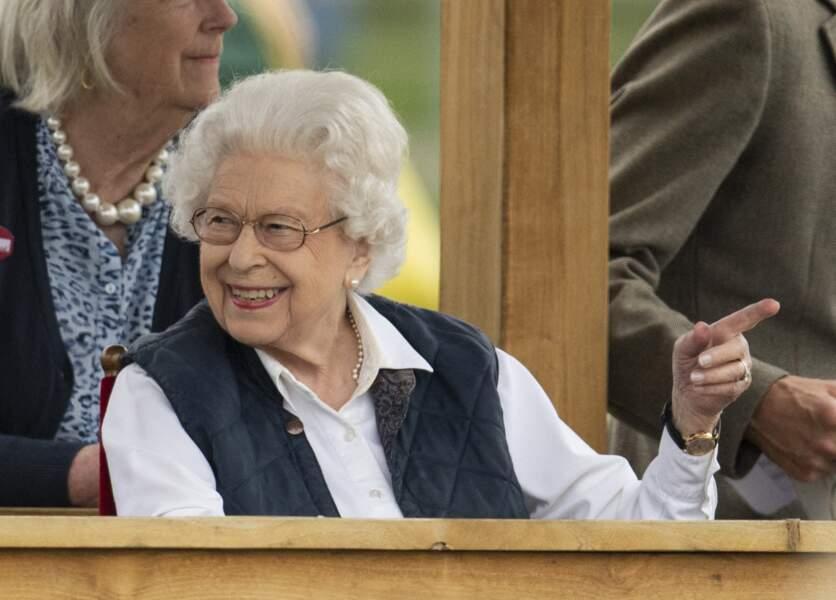 """La monarque britannique est apparue souriante à la course hippique """"Royal Windsor Horse Show"""", le 2 juillet 2021, à Windsor."""