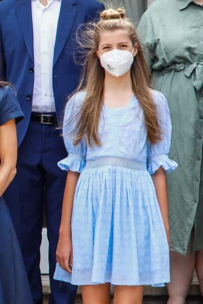 La princesse Sofia irrésistible dans une robe bleu layette de la marque Spring Fiels, à Barcelone, le 1er juillet 2021