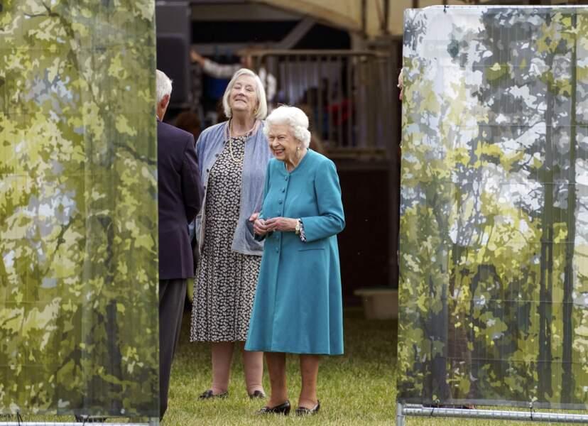 La reine Elizabeth II de très belle humeur pour assister au Royal Windsor Horse Show à Windsor le 1er juillet 2021.