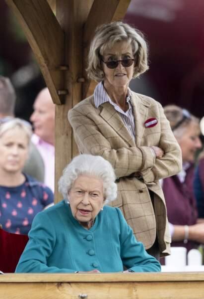 La reine Elizabeth II et Lady Penny ne ratent rien du spectacle au Royal Windsor Horse Show à Windsor le 1er juillet 2021.