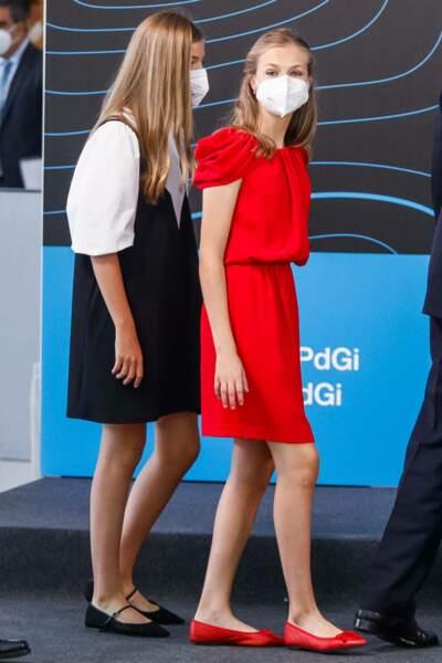 Les soeurs Sofia et Leonor d'Espagne, complices et masquées, le 1er juillet 2021