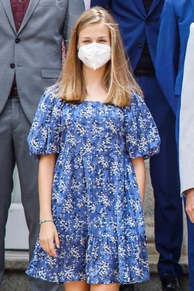 """La princesse Leonor a fait sensation dans une petite robe fleurie signée Mango, lors de sa rencontre avec les lauréats de la Fondation """"Princess of Girona"""", à Barcelone, le 1er juillet 2021"""