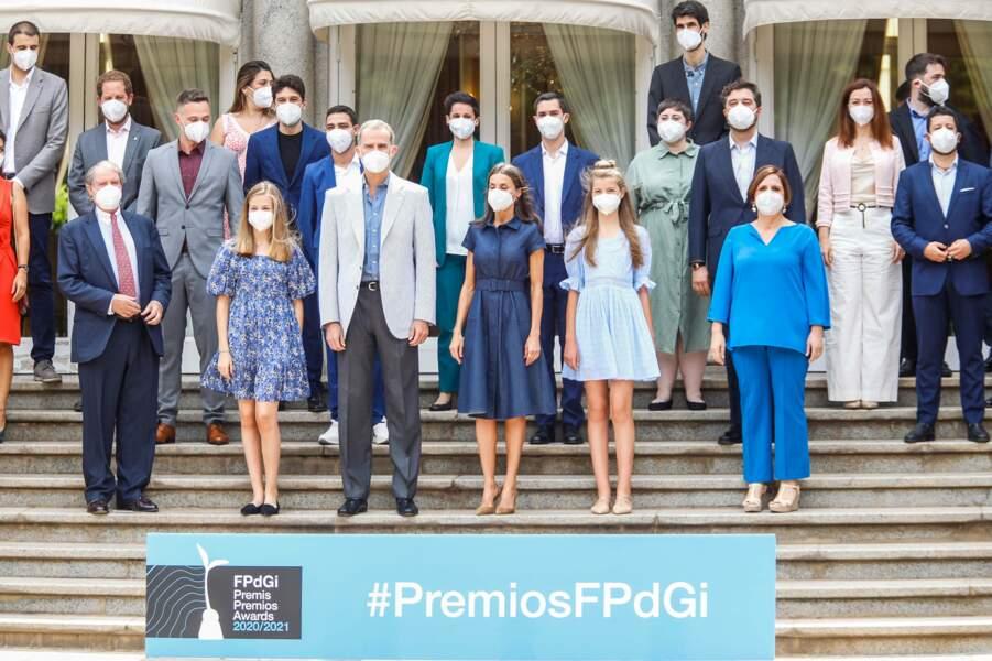 Le roi Felipe VI d'Espagne bien entouré aux côtés d'un trio mère/filles très stylé, à Barcelone, le 1er juillet 2021