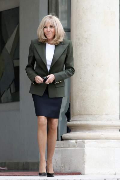 Brigitte Macron renoue avec la jupe courte le 1er juillet 2021.