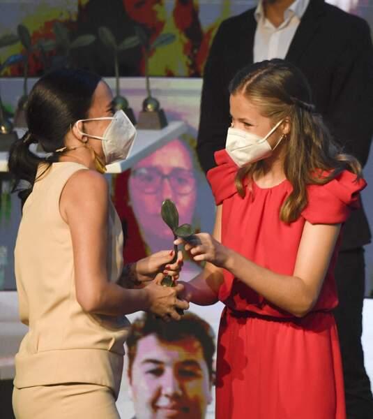 Leonor d'Espagne a ensuite remis les prix de la fondation Princesse de Gérone le 1er juillet 2021