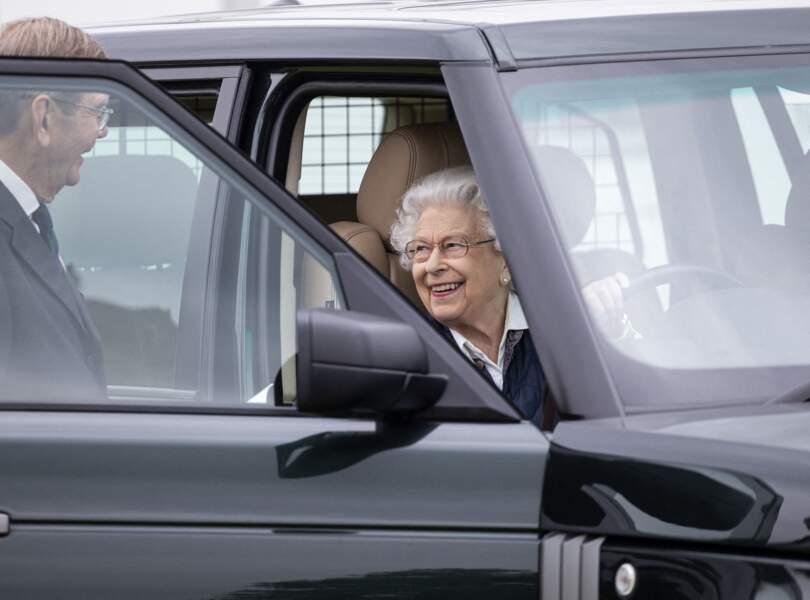 Ce 2 juillet, la Reine Elizabeth II est arrivée en Range Rover pour assister à une course hippique, à Windsor.