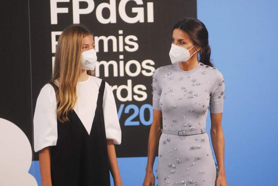 Sofia d'Espagne et sa mère Letizia  les yeux dans les yeux, complices, pour assister aux discours de Leonor et de Felipe