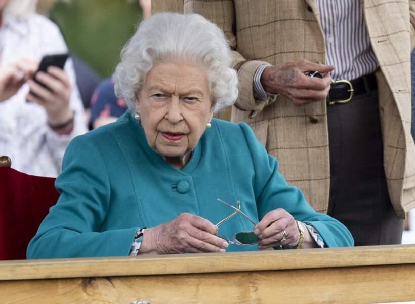 La reine Elizabeth II fan d'équitation lors du Royal Windsor Horse Show à Windsor le 1er juillet 2021.