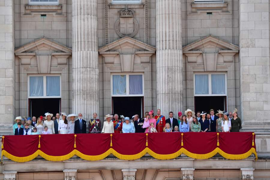 La famille royale d'Angleterre au balcon du palais de Buckingham à Londres le 17 juin 2017.