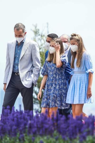 Toujours très stylée, la famille royale d'Espagne a misé sur un code couleur vestimentaire bleu pour se rendre à Barcelone, le 1er juillet 2021