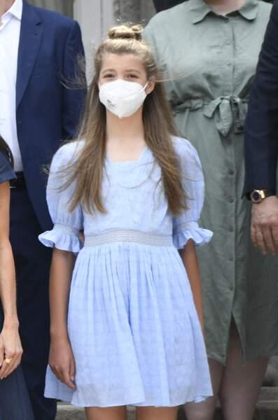 Si elle a l'habitude de laisser ses longs cheveux détachés, la princesse Sofia a opté pour un bun très tendance pour se rendre à Barcelone, le 1er juillet 2021