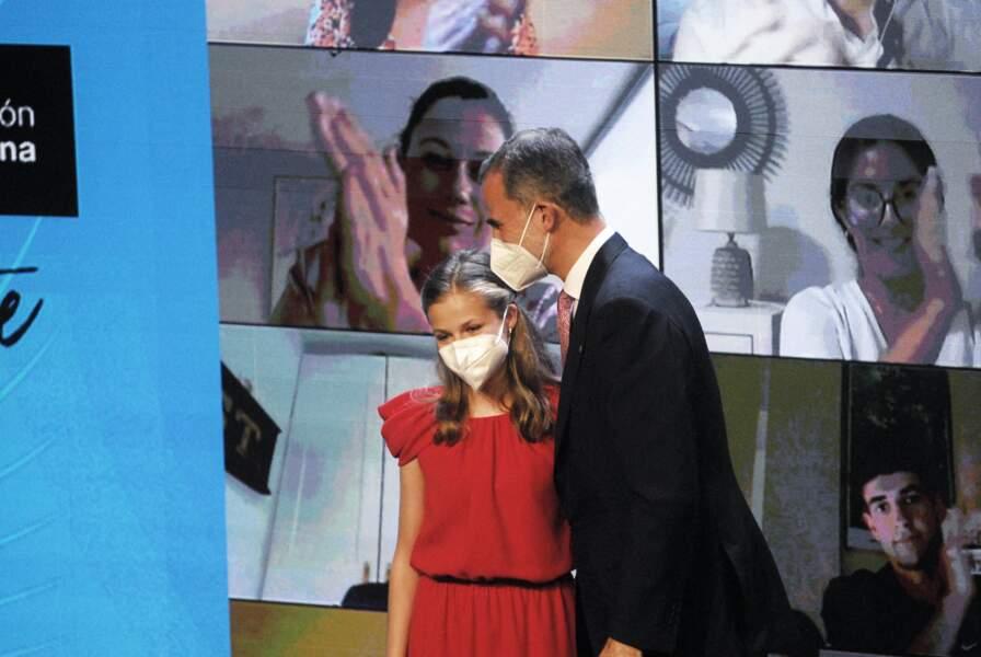 PHOTOS - Leonor d'Espagne avec son père Felipe VI, très fier de sa fille de 15 ans lors de la remise de prix de sa fondation le 1er juillet 2021