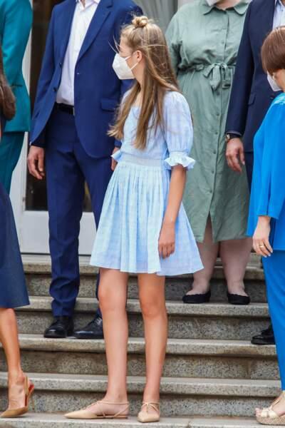 La princesse Sofia a créé la surprise en coiffant ses longs cheveux blonds en un chignon haut, à Barcelone, le 1er juillet 2021