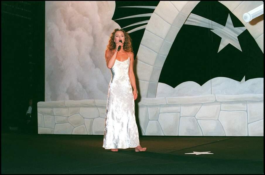 Vanessa Paradis en 1995 : dans une robe scintillante