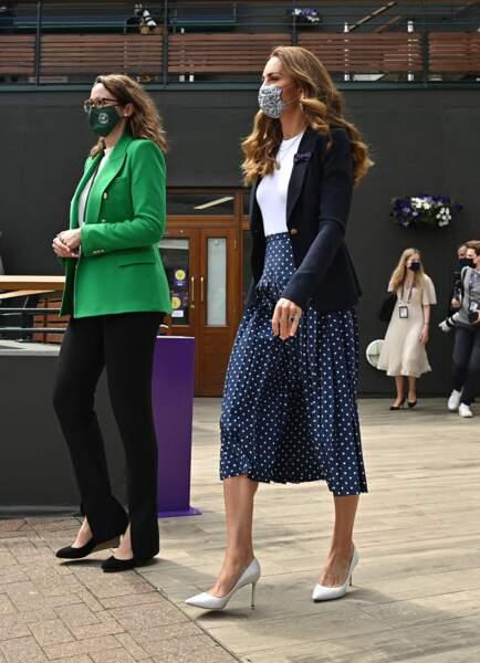 Kate Middleton porte une nouvelle jupe plissée Alessandra Rich d'un montant de 10 44 £.