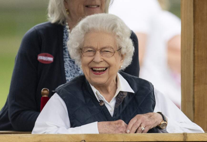 """Très heureuse, Elizabeth II a assisté avec enthousiasme à la course hippique """"Royal Windsor Horse Show"""", ce 2 juillet, à Windsor."""