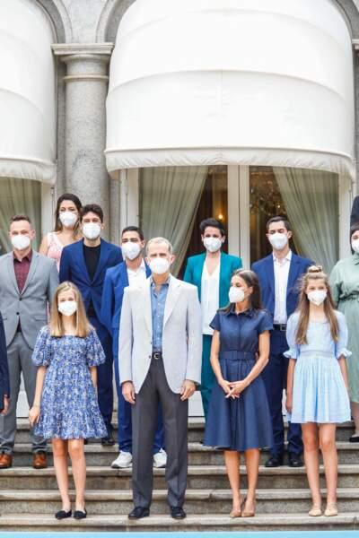 """La famille royale d'Espagne posent aux côtés des lauréats de la Fondation """"Princess of Girona"""", à Barcelone, le 1er juillet 2021"""