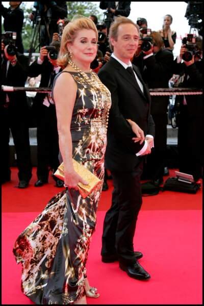 Catherine Deneuve en fourreau trompe-l'oeil Jean Paul Gaultier, au Festival de Cannes, en 2008.