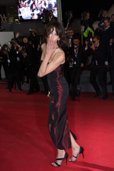 Sophie Marceau dans sa robe bustier rouge moiré, au Festival de Cannes, en 2014.