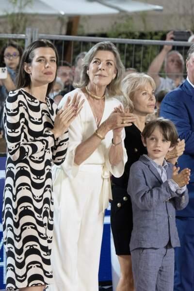 La princesse Caroline, sa fille Charlotte Casiraghi et son petit-fils, Raphaël profitent en famille.