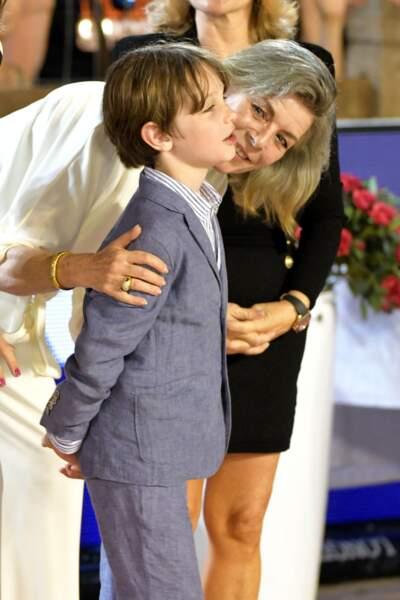 La princesse Caroline de Hanovre est une mamie super fière et aimante.