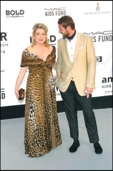 Catherine Deneuve audacieuse dans une robe en mousseline de soie léopard Yves Saint Laurent, au Festival de Cannes, en 2007.
