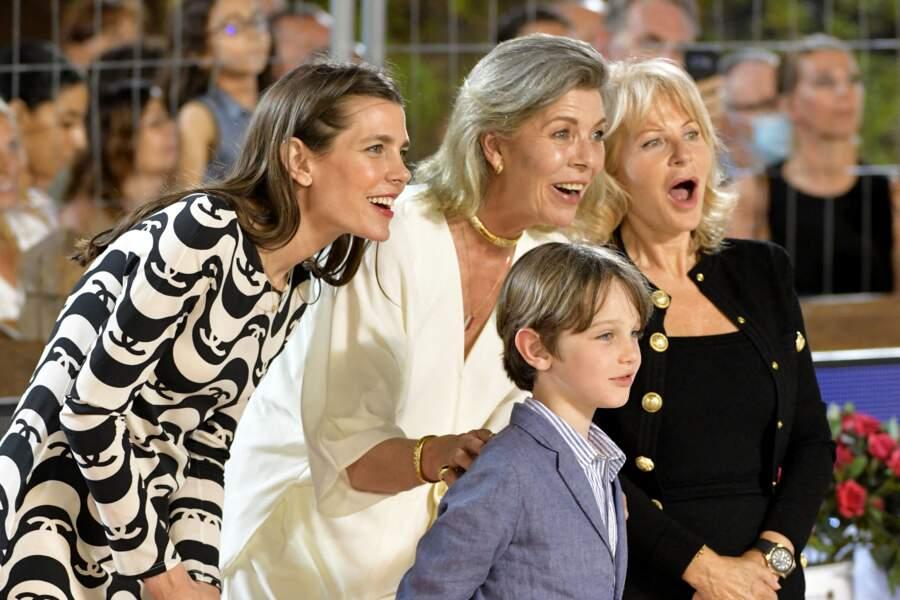 La princesse Caroline de Hanovre avec sa fille, Charlotte Casiraghi, son petit-fils Raphaël Elmalehet Diane Fissore s'amusent lors du Longines Global Champions Tour Jumping International de Monaco.