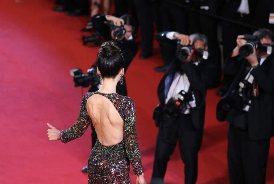 Sophie Marceau côté pile dans un robe fendue à sequins et manches longues de la maison Saint Laurent, au festival de Cannes, en 2015.