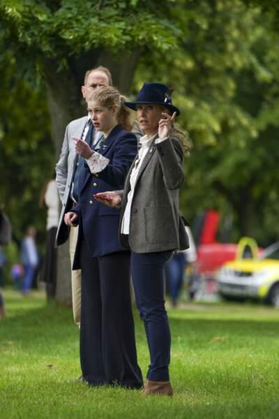 Accompagnée de ses parents, Lady Louise a fait sensation avec son nouveau style vestimentaire au Royal Windsor Horse Show ce samedi 3 juillet.