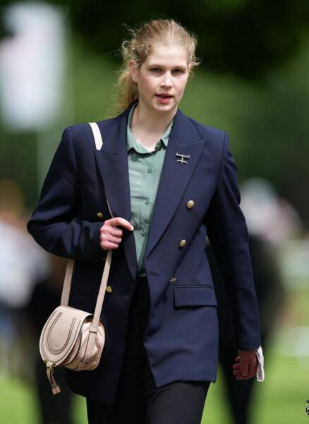 Blazer, pantalon, et chemisier, Lady Louise a fait sensation au Royal Windsor Horse Show, ce 3 juillet.