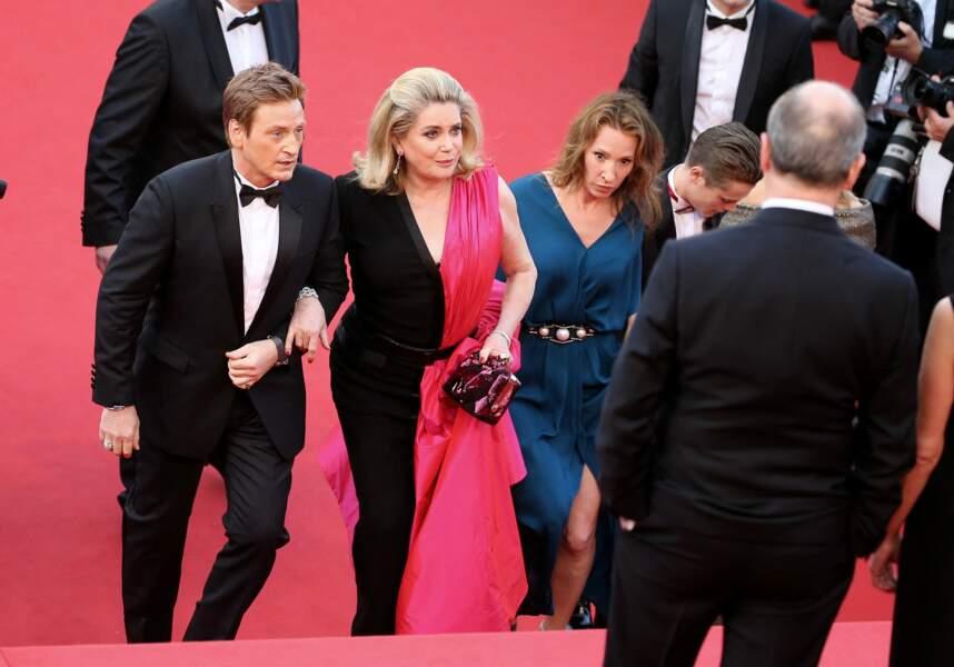 Catherine Deneuve dans un audacieux ensemble Jean Paul Gaultier Couture, mi-combinaison mi-robe, au Festival de Cannes, en 2015.
