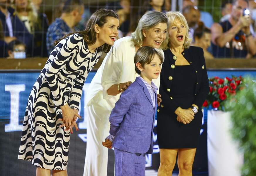 Caroline de Monaco, Charlotte Casiraghi et Raphaël ont un grand sourire.