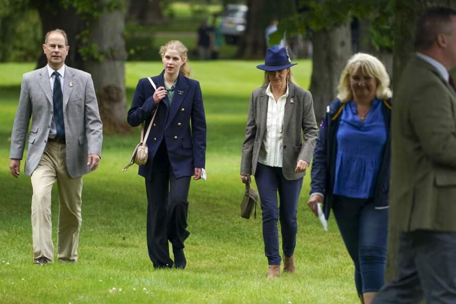 Au Royal Windsor Horse Show ce samedi 3 juillet, Lady Louise a dégainé un look de jeune femme.