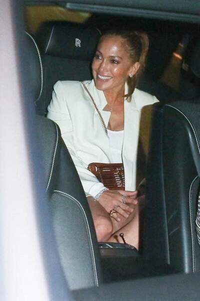 """La complicité entre Jennifer Lopez et Ben Affleck ne semble pas avoir souffert de leur rupture, comme le montre leur sortie au restaurant """"Avra"""" à Beverly Hills, le 25 juin 2021"""