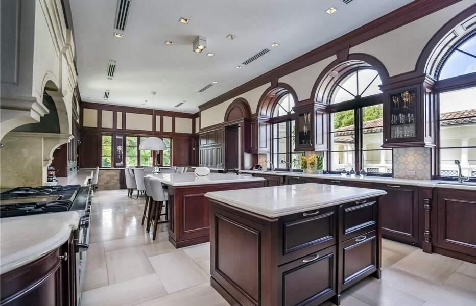 Cuisine en marbre et en bois