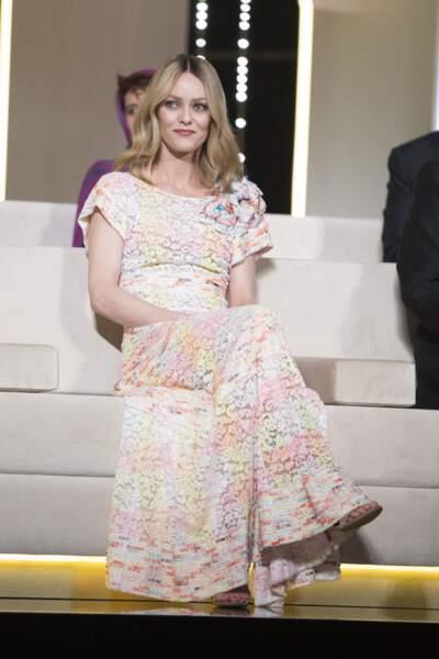 Vanessa Paradis en 2016 : invitée d'honneur radieuse en robe pastel couture
