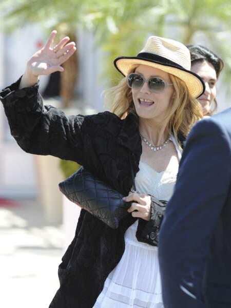 Vanessa Paradis en 2016 : en chapeau de paille, elle adopte le look décontracté et bohème de la croisette lors d'un déjeuner au Festival de Cannes
