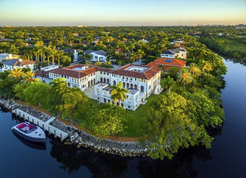 L'ex-villa de Marc Anthony, bordée par l'eau