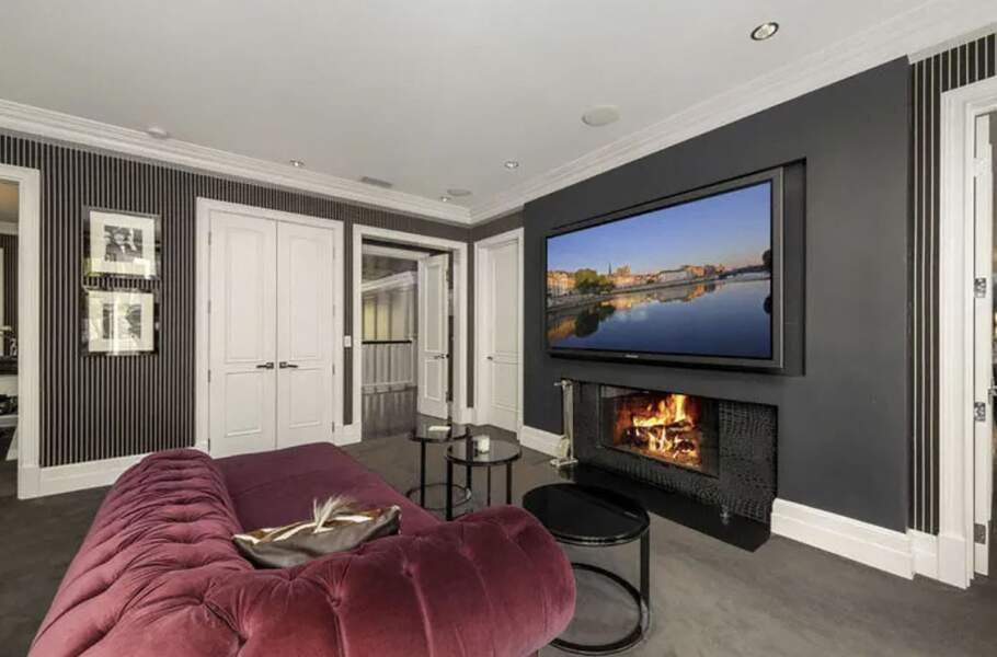 En février 2021, la villa de Laeticia et Johnny Hallyday à Pacific Palisades a été vendue pour 13 millions d'euros.