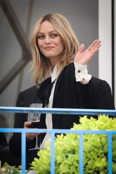 Vanessa Paradis en 2016 : délaisse la robe bohème pour un look de boss lady qui lui va à ravir